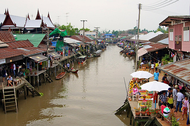 The floating market in Amphawa