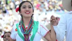 A participant dances during the 2015 Guelaguetza celebration in Oaxaca (Screen capture from the video Guelaguetza 2015 Producciones MVM Televisión on YouTube, Creative Commons license)
