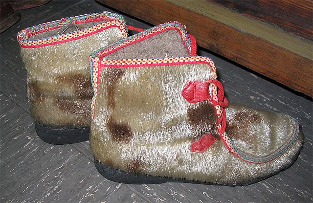 Sealskin fur boots (Photo by Kürschner in Wikimedia, Creative Commons license)