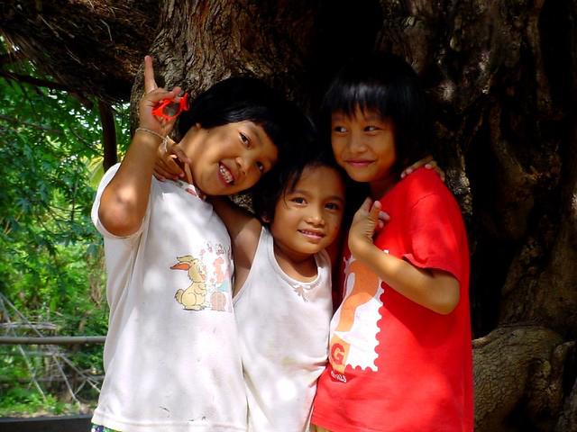 Isan girls