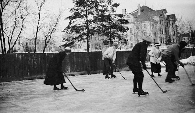 Men and women playing ice hockey in Winnipeg, Manitoba, in 1910