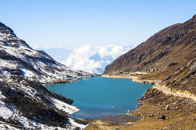Tsomgo Lake in East Sikkim (Photo by Indrajit Das in Wikimedia, Creative Commons license)