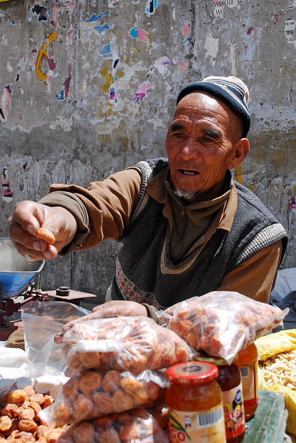 A Ladakhi man sells apricots at a market in Leh (Photo by Irumge in Flickr, Creative Commons license)